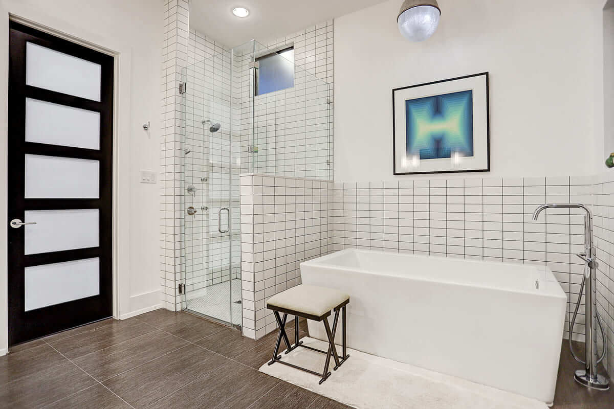 Lawrence Square Tub and Shower in Master Bathroom