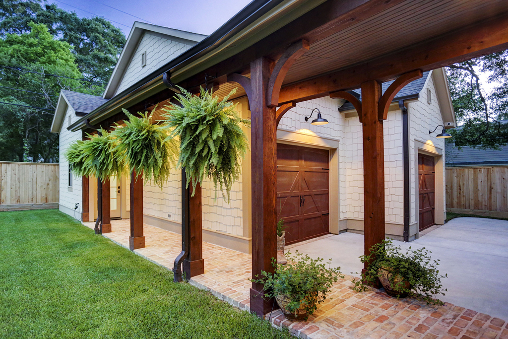 Covered Walkway to Detached Garage in Houston